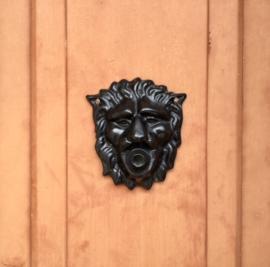 Gietijzeren leeuwenkopje (deurbel)