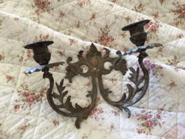 Antieke Franse koperen wandkandelaar voor twee kaarsen