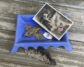 Lavendelblauwe geëmailleerd gietijzeren crachoir kwispedoor spuugbak