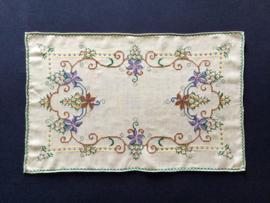 Frans geborduurd tafelkleedje tafellopertje placemat