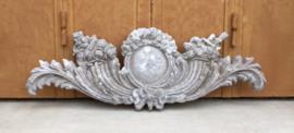 Frans antiek gietijzeren ornament poedergrijs wapen schild ornament