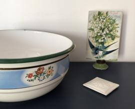 Frans geëmailleerde schaal met oren en bloemetjes
