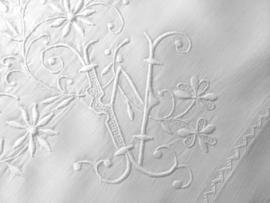 Antiek Franse kussensloop met prachtig monogram JW