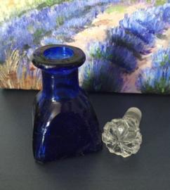 Parfumflesje blauw met prachtige geslepen dop