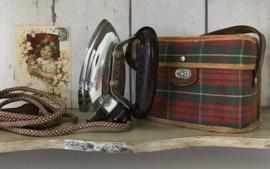 Calor vintage reisstrijkijzer in origineel tasje jaren 50/60