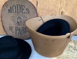 Antieke Franse hoedendoos van Modes de Paris