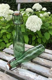 Frans beugeldop flesje met porseleinen dop en rubberen ring