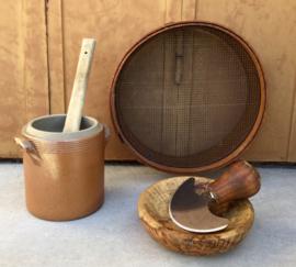 Vijzel van olijvenhout met kruiden bijltje/kruidenmes