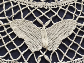 Frans rond gekant klost kleed met vlinders (gebroken wit)