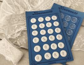 Haute Nouveauté knopenkaart met 24 witte knopen