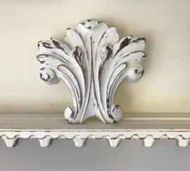 Antiek Frans wit kuif ornament