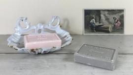 Frans wit geëmailleerd gietijzeren zeepbakje schelpvormig groot formaat