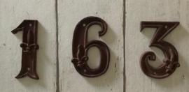Frans gietijzeren huisnummer 6 met Franse lelie Esschert