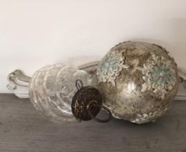 Franse craquelé glazen kerstbal met gedraaid glas