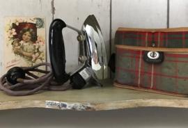 Calor reisstrijkijzer uit de jaren 50/60 in origineel tasje
