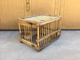 Vogel lokkooitje, hout met origineel voerpotje, Frans