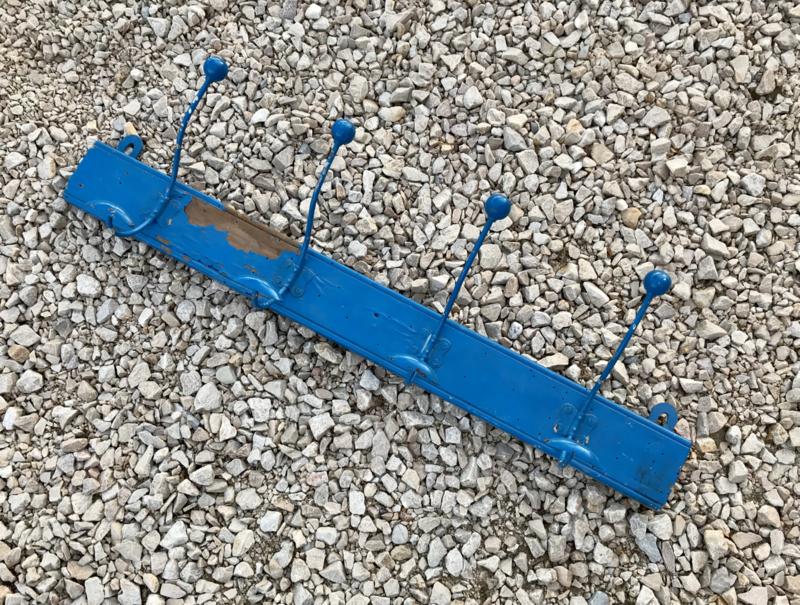 Vintage Franse blauwe kapstok met vier dubbele haken