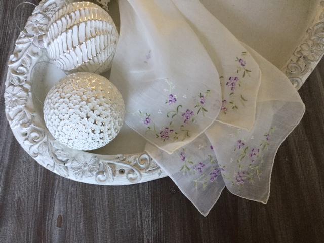 Zakdoekjes, set van vier stuks ragfijne brocante, handwerk
