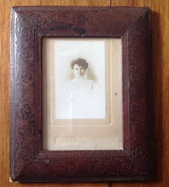 Fotolijst met portretfoto, antiek