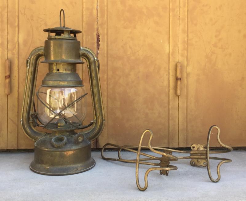 Twee Franse vintage goudkleurige dubbele kapstok haken