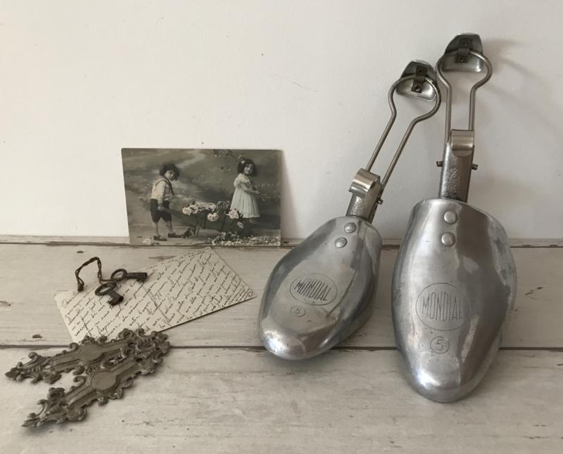 Antieke metalen schoenspanners Mondial Unis-France maat 5