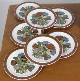 Vintage borden van porselein Kiruna Camargue