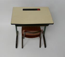 Vintage schoolbankje met OBO kinderstoel