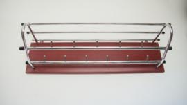 Kapstok met rood skaileer