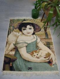 Kleed van lief meisje met 2 katjes