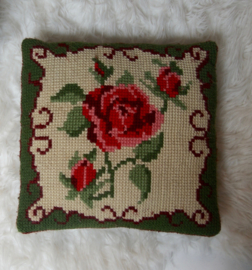 Kussen met roos borduursel