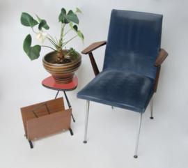 Vintage stoel met velourstof met werkje