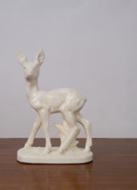 Wit plateel beeld van een hert