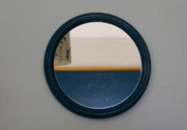Spiegel met blauwe rand