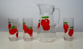 Vintage glazen schenkkan met appelprint