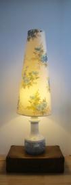 Keramische lamp met bloemenkap