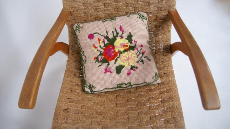 Vintage gehaakt kussen met bloemmotief