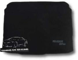 CLASSIC Velours Kofferbakmat met logo Peugeot 207cc