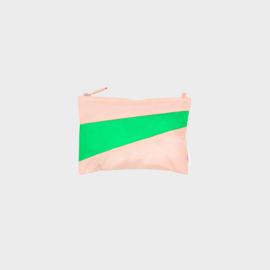 The New Pouch M 'powder & greenscreen' - Susan Bijl