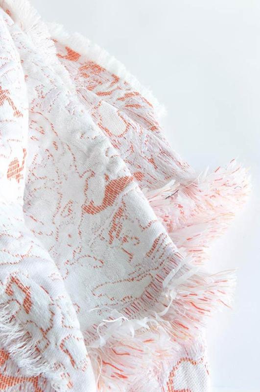 Plaid / Deken 'Fringe' N°6 Coral - Roos Soetekouw