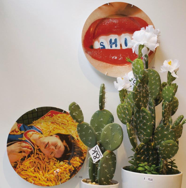 Seletti wears Toiletpaper Plate: Teeth Shit - bord met print