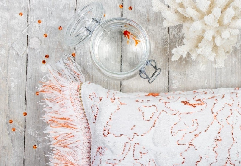 Kussen 'Fringe' N°6 Coral - Roos Soetekouw