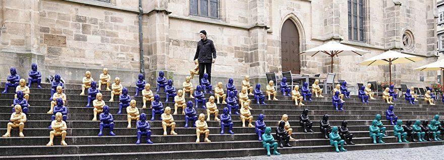 Ottmar Horl installatie kunststof beelden