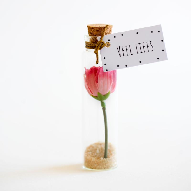 Bloemenflesje veel liefs