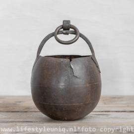 Oude ijzeren Kookpot met Handvat