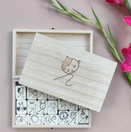 SET krulstempels in houten kist S