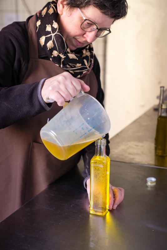 Hazelnootolie van geroosterde hazelnoten 100 ml smal hoog flesje