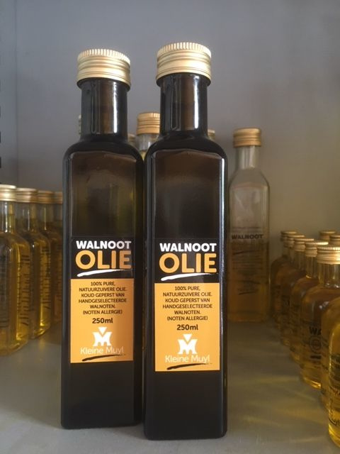 Walnootolie 250 ml in donkere fles