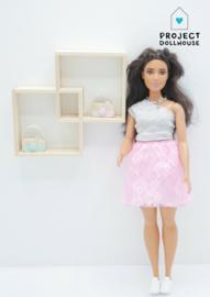 Wandmeubel twee vakken Barbie formaat