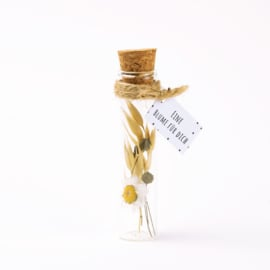 Blumen in Flasche Weiß