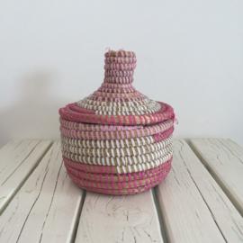 Afrikaans bijoux mandje met deksel - roze/ wit